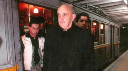 pope takes subte, fame ensues.